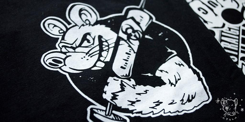 camisetas-personalizada por RATSLAB con rata radioactiva y jeringuilla