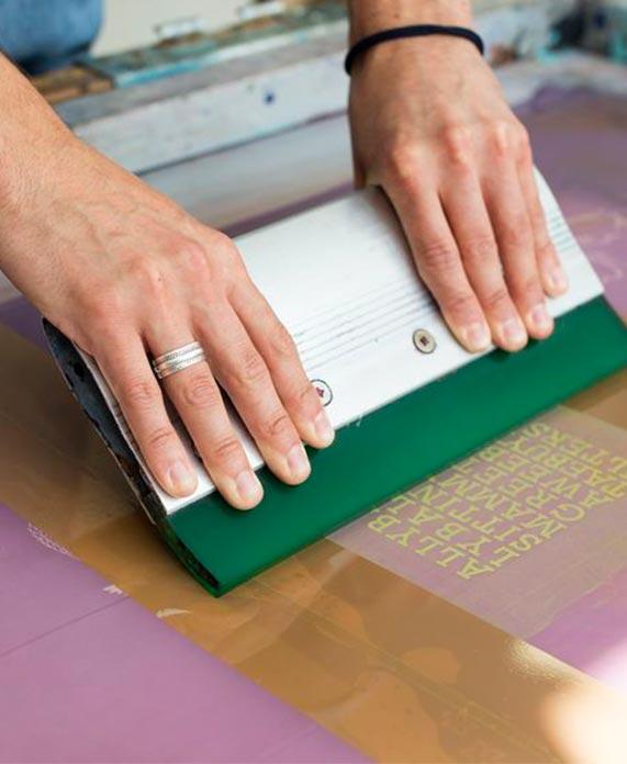 proceso de serigrafía manual